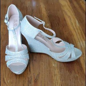 GUC Jeweled T-strap platform wedge shoes